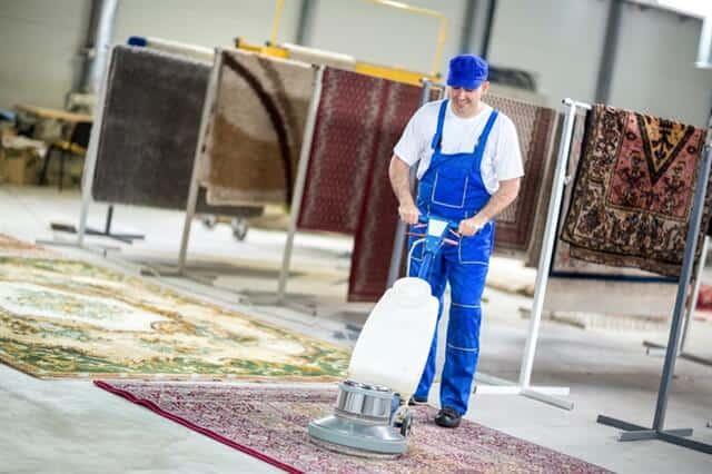 ניקוי שטיחים עם פוליש