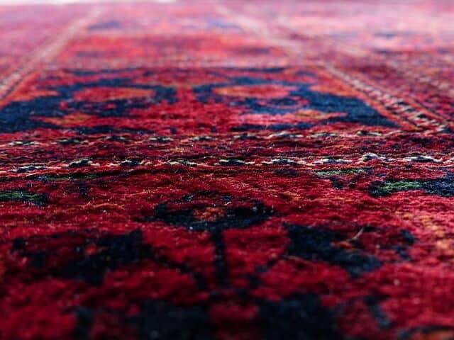 שטיח אדום עבודת יד