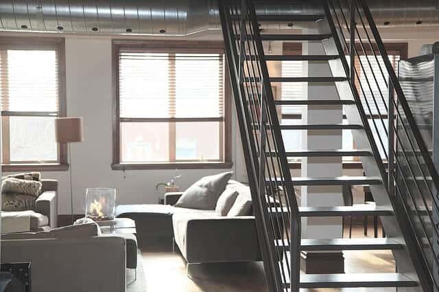 ספות, סלון, מדרגות
