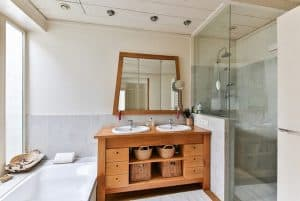 שידה בחדר אמבטיה