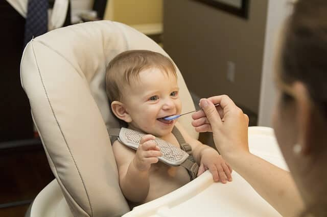 תינוק חמוד בעגלה
