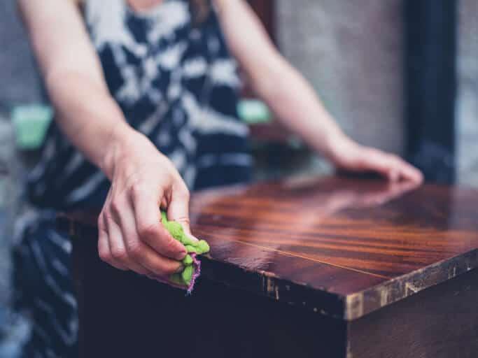 ניקוי רהיטי עץ