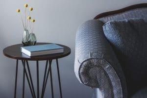 ספה, כרית, ספר