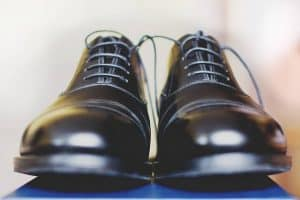 זוג נעלי עור