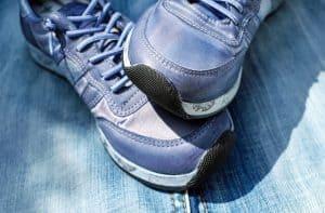 ניקוי נעליים – טיפים לניקוי נעלי ספורט, עור, זמש ובד.