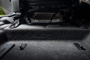 ניקוי שטיחי ורצפת רכב