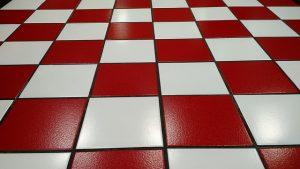 רצפה מבריקה אדום לבן