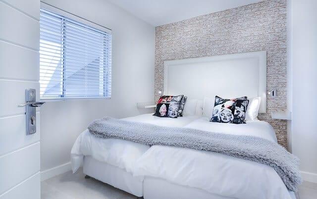 כריות, חדר שינה, מזרון, חלון.