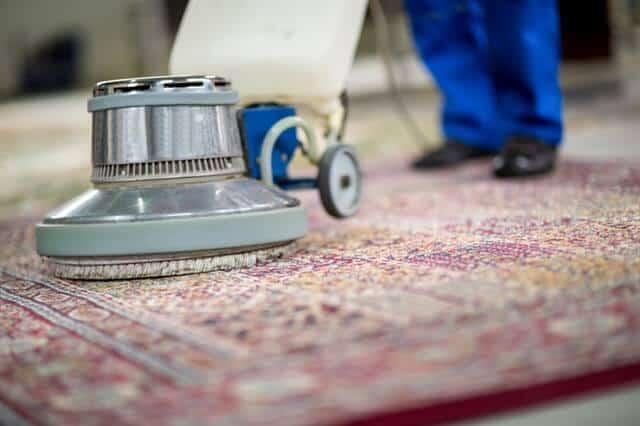 ניקוי שטיחים מקצועי עם מכונה
