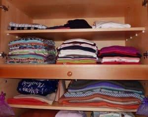 בגדים בארון