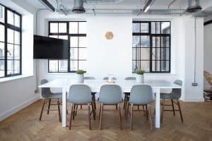 משרדים, כיסאות, שולחן, מסך