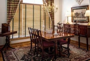 שטיחים, כיסאות, פינת ישיבה