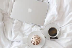 קפה, מזרון, עוגה, מחשב