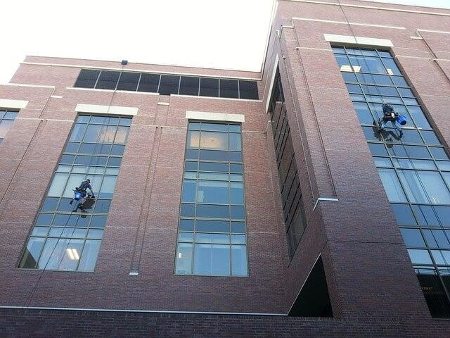 ניקיון חלונות בגובה