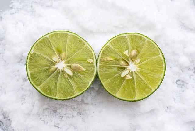 ניקוי עם מלח לימון