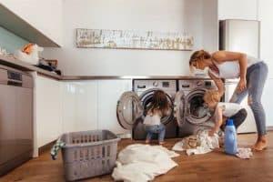 איך לכבס בגדים? – מדריך לכביסת בגדים