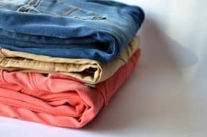 מכנסיים צבעוניים אחרי כביסה