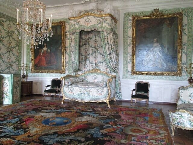 שטיחים, כיסא, ציורים