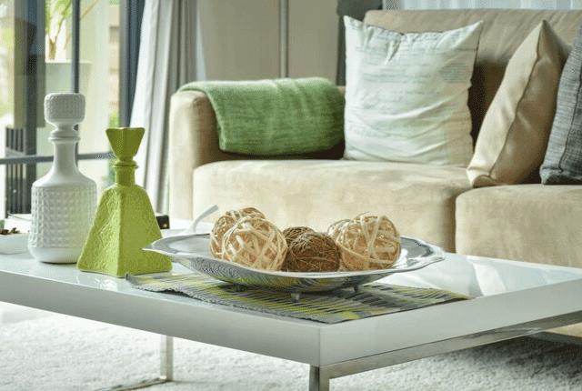 ספה נקייה, שולחן, עיצוב הסלון