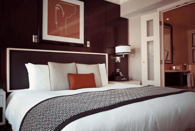 חדר שינה מעוצב ונקי במיוחד