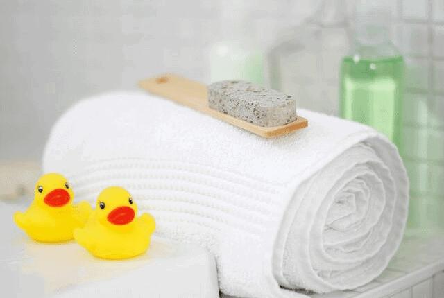 מגבת, אמבטיה, ברווזונים, מברשת, מגבות