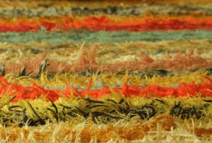 ניקוי שטיחי שאגי צבעוניים