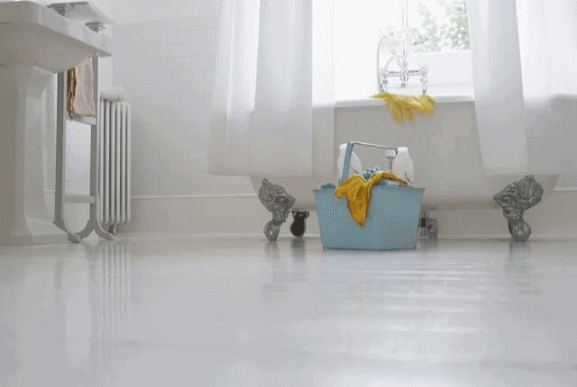 רצפה נקייה אחרי קרצוף